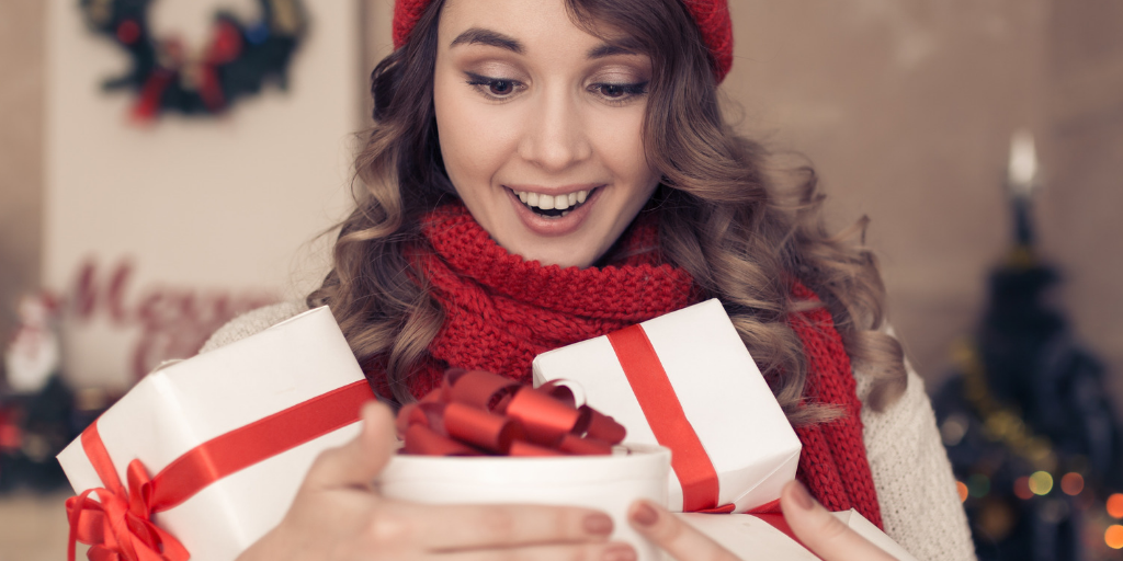 Retail shopping christmas woman gifts it provider cloud solutions converged